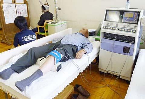 膝の電気治療